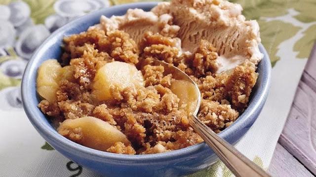 Microwave Apple Crisp from Betty Crocker #recipes #microwavecooking