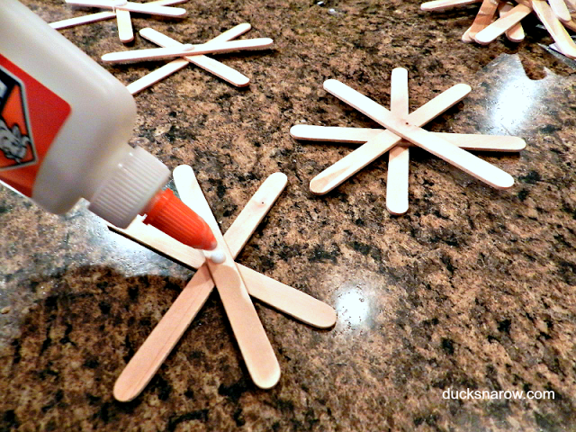 holiday crafts with popsicle sticks and glitter